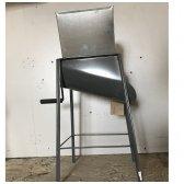Šakniavaisių smulkintuvas su stovu (mechaninis)