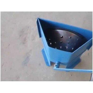 Rankinis pašarų smulkintuvas Elikor TM-1 (ant stalo kampo)